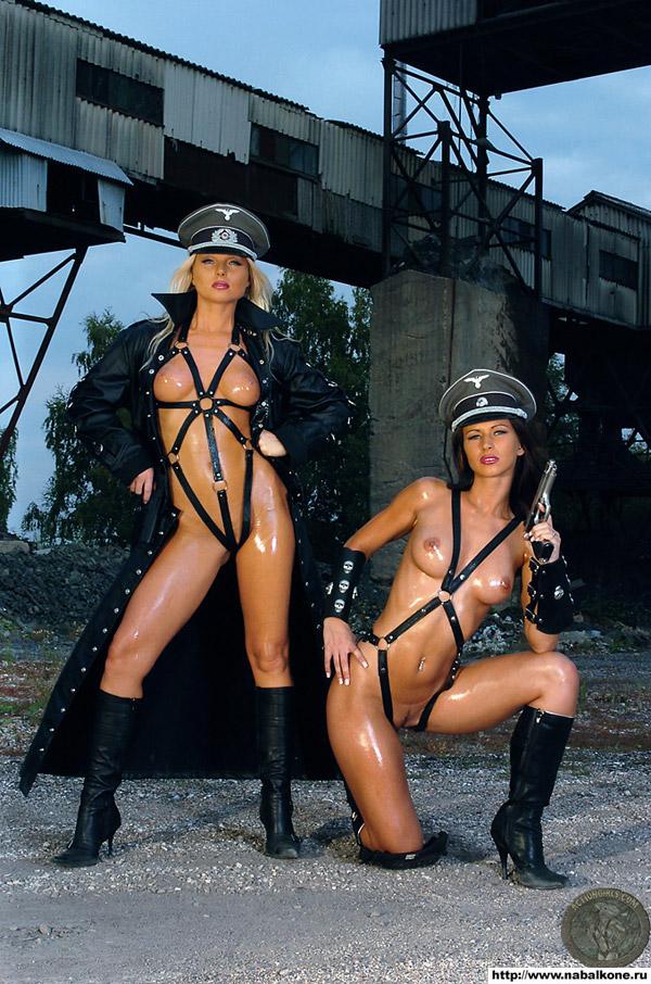 Лесбиянки в немецкой форме